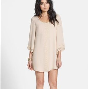 Astr Dresses - ASTR Cream Lace Trim Shift Dress